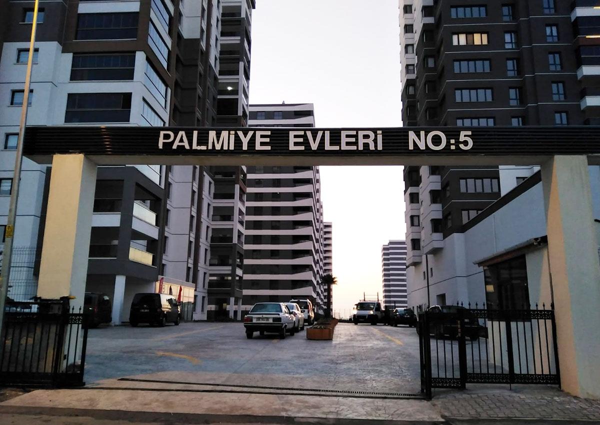 BİNA GİRİŞ TABELASI - PALMİYE EVLERİ