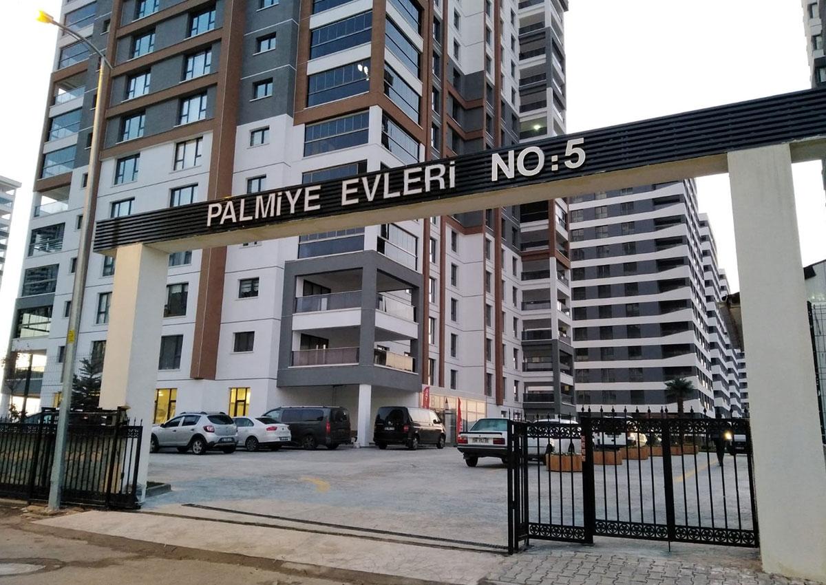 Palmiye Evleri - Bina Giriş Tabelası