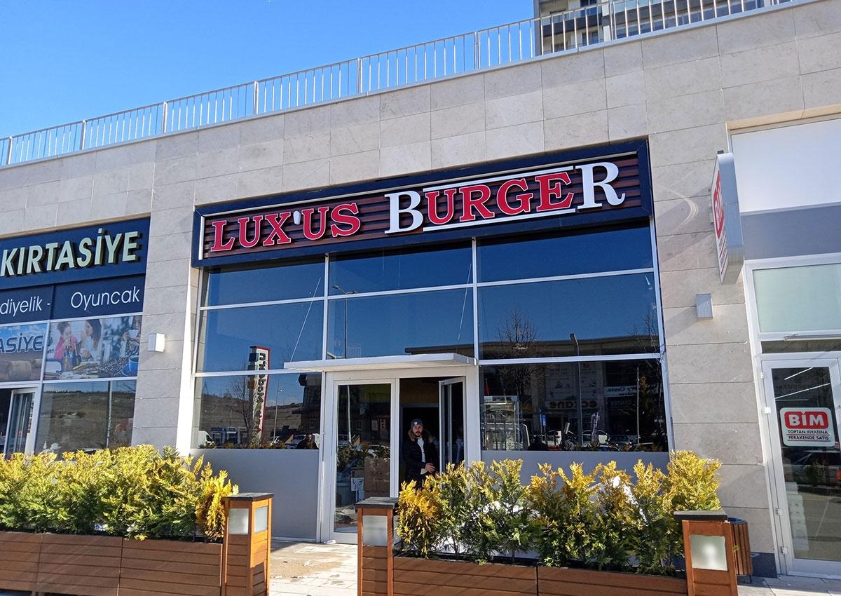 Lux'us Burger - Işıklı Ahşap Kompozit Tabela