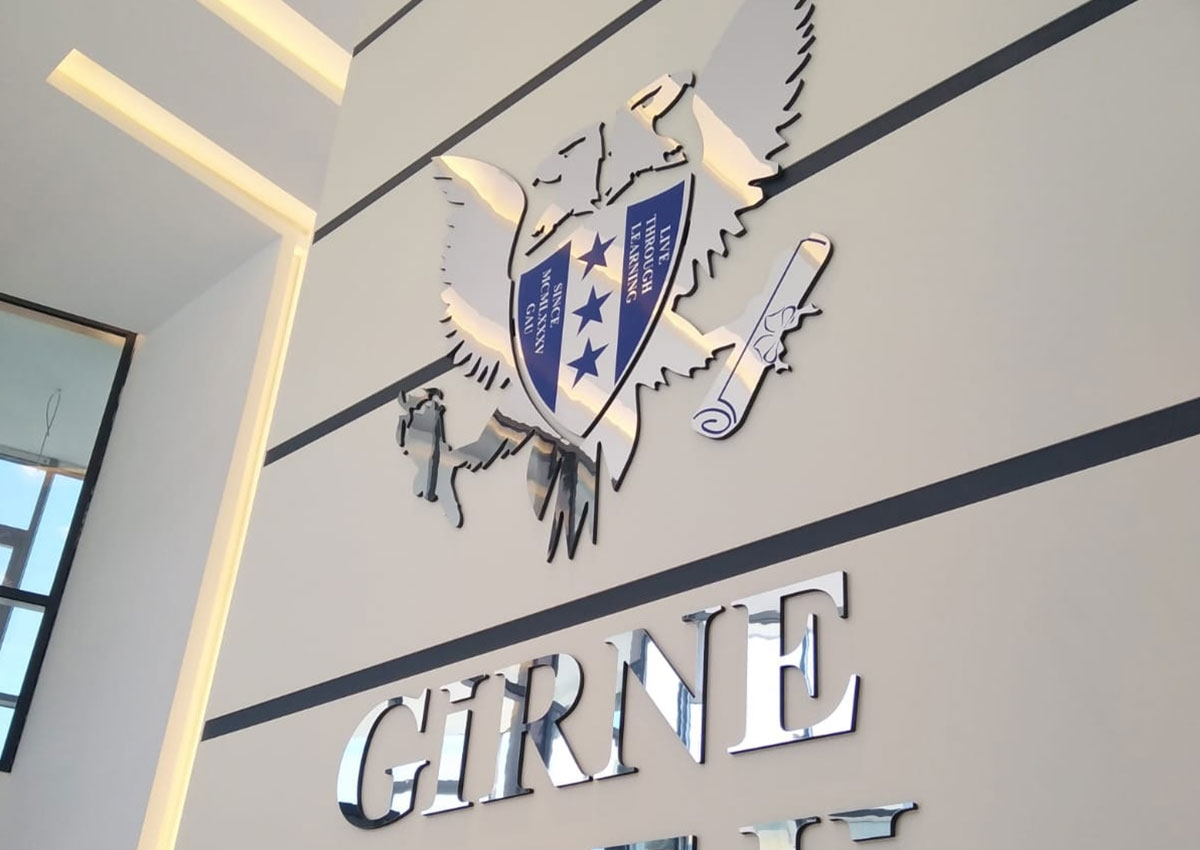Girne Koleji - Işıksız Dekota Tabela